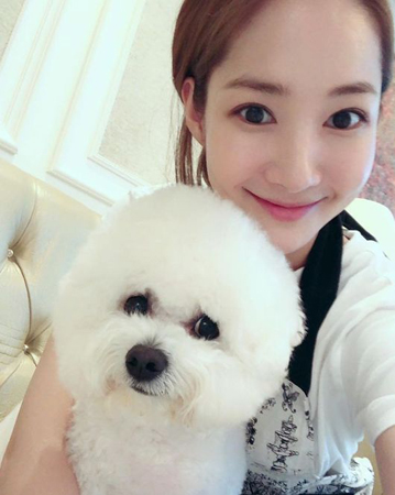 韓国女優パク・ミニョン(32)が、平凡な日常でも美しいビジュアルを見せて話題になっている。(提供:OSEN)