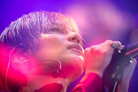 """韓国ボーイズグループ「SHINee」メンバーの""""最強パフォーマー""""テミンが、日本で初めてのソロツアーの幕を開けた。(提供:OSEN)"""