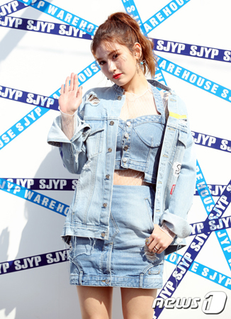 韓国歌手チョン・ソミ(17)が、トッププロデューサーのTEDDYと手を組んだ。(提供:news1)