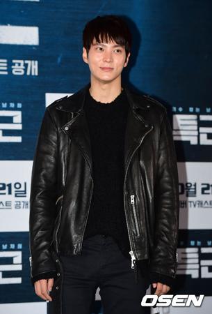 軍服務中の韓国俳優チュウォンが、ファンに秋夕(チュソク/中秋節)のあいさつをした。(提供:OSEN)