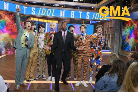 韓国ボーイズグループ「防弾少年団」が、アメリカの朝の情報番組「グッド・モーニング・アメリカ」に出演した。(提供:OSEN)