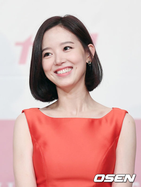 韓国女優カン・ハンナ(29)がFantagioと専属契約解除紛争を続ける中、スタジアムとエージェンシー契約を結んだことがわかった。(提供:OSEN)