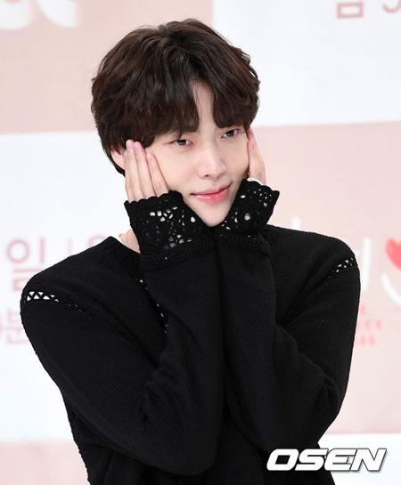 韓国俳優アン・ジェヒョンがドラマ「ビューティー・インサイド」とバラエティ番組「新西遊記5」出演について語った。(提供:news1)