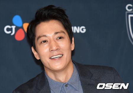 キム・レウォンが韓国俳優を代表してことしの台湾「金鐘奨」授賞式に公式招待された。(提供:OSEN)