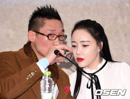 韓国の女性ポップアーティストであるナンシー・ランの夫チョン・ジュンジュ(ワン・ジンジン)氏が夫婦喧嘩中、物を壊すなどの暴力で警察に引き渡された。(提供:OSEN)