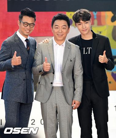 韓国ボーイズグループ「EXO」メンバーのLAY(写真左)が、俳優として釜山(プサン)を熱くした。(提供:OSEN)