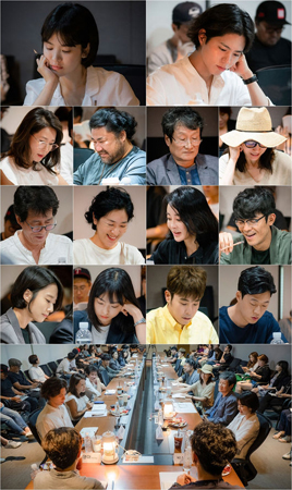 韓国女優ソン・ヘギョと俳優パク・ボゴムが夢の共演を果たすtvNの新水木ドラマ「彼氏」側は5日、初の台本リーディング現場の写真を公開した。(写真提供:OSEN)