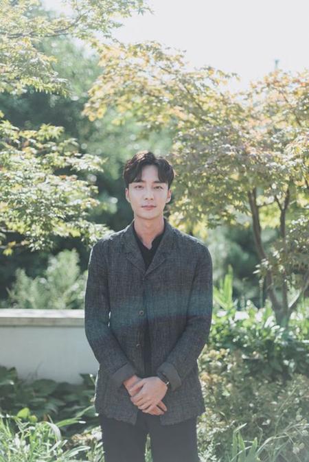 歌手ロイ・キム、ファンミ収益金全額を疎外階層へ寄付(画像:OSEN)