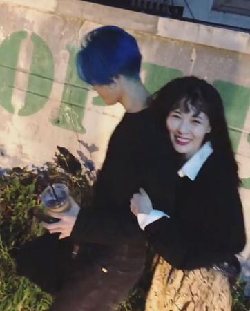 韓国歌手ヒョナ(26)が、所属事務所CUBEエンターテインメントとの契約を解除した中、相変わらずラブラブな様子をSNSで発信している。(提供:OSEN)