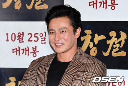 """韓国俳優チャン・ドンゴンが""""外見""""に対する自信を示し、笑いを届けた。(提供:OSEN)"""