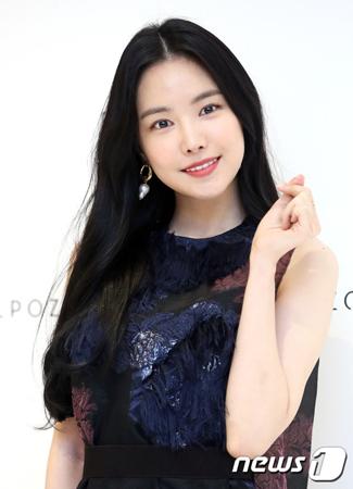 韓国ガールズグループ「Apink」メンバーのナウンが、映画での初主演について語った。(提供:news1)