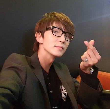 俳優イ・ジュンギが、「知ってるお兄さん」出演の写真を公開して本放送視聴をお願いした。(提供:OSEN)