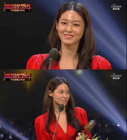 韓国ガールズグループ「AOA」メンバーで女優としても活躍しているソリョンが、大鐘賞映画祭でスター賞を受賞した。(提供:news1)