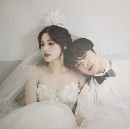 韓国バンド「FTISLAND」メンバーのチェ・ミンファンと、ガールズグループ「LABOUM」元メンバーのユルヒ夫婦が結婚式を挙げた。(写真提供:OSEN)