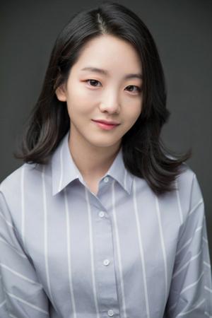 韓国の新人女優チョ・イヒョンが芸能事務所JYPエンターテインメントと専属契約をした。(写真提供:OSEN)