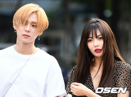 韓国歌手ヒョナが所属事務所との契約を解除し、恋人との様子を掲載したSNSが大きな話題となっている。(写真提供:OSEN)