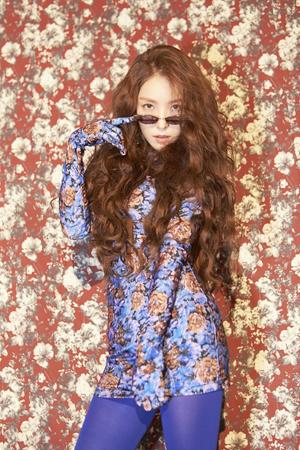 韓国歌手BoAが破格的な変身を遂げて話題を呼んでいる。(写真提供:OSEN)