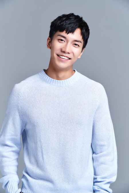 【公式】俳優イ・スンギ、「AAA」出席を確定=歌手・タレント・スクリーンスターの名声まで(画像:OSEN)