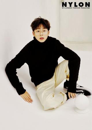 Mnetのアイドル育成プログラム「PRODUCE 101」シーズン2に出演したことがきっかけとなり、現在は俳優として活動中のユ・ソンホ。そんな彼の最新グラビアが公開された。(写真提供:OSEN)