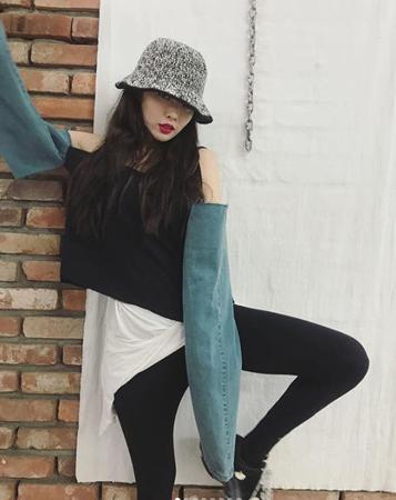 韓国歌手ヒョナが、ほっそりしたスタイルを公開した。(提供:OSEN)
