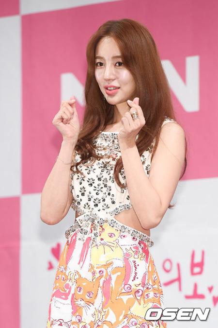 女優ユン・ウネ、ドラマ「ときめき注意報」制作発表会で過去の盗作問題を謝罪 「物議を醸し、申し訳ない」