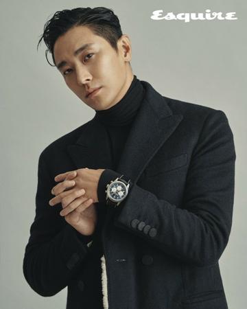 韓国俳優チュ・ジフンがカメラの前でセクシーな魅力を放った。(写真提供:OSEN)