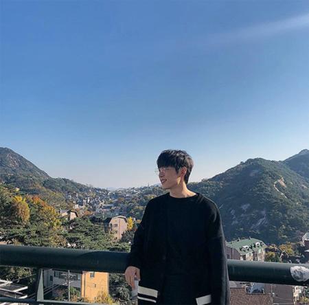 韓国俳優シン・ヒョンスが気胸だと診断され、手術して休養していたが、31日にドラマ「十二夜」の現場に復帰して撮影を再開した。(提供:OSEN)
