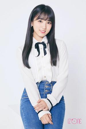 ついに韓国デビューを果たした日韓プロジェクトガールズグループ「IZONE」。中でも、日本のアイドルグループ「HKT48」より選抜された矢吹奈子の見違えるようなビジュアルに注目が集まっている。(写真提供:OSEN)