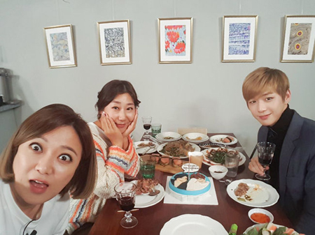 韓国女優ラ・ミランが、ボーイズグループ「Wanna One」のカン・ダニエルとドキドキの対面を果たした。(提供:OSEN)