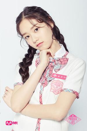 韓国Mnetの日韓ガールズグループオーディション番組「PRODUCE 48」に出演していたキム・ドアが今月、デビューすることになった。(提供:OSEN)