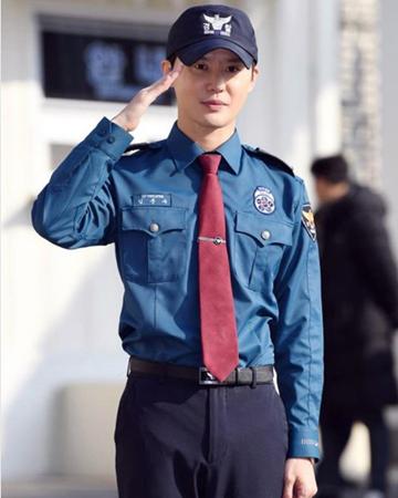 韓国ボーイズグループ「JYJ」のジェジュンがSNSでジュンスの除隊を祝い、厚い友情を見せた。(写真提供:OSEN)