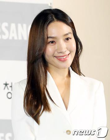 「青龍映画賞」女優チェ・ヒソ、イ・ジュンイク監督について「せりふがなくても出演したい」