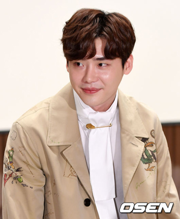 韓国俳優イ・ジョンソクがジャカルタで足止められるという事態が起きた中、現地プロモーターのyes24とエージェントのYUMETOMOが相反する反応を見せて注目されている。(提供:OSEN)
