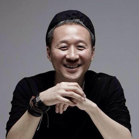 韓国フュージョンジャズの先駆者でロックバンド「春夏秋冬」メンバーのチョン・テグァン(写真)がガン闘病中であることを知った音実連は、財団法人「ビチナ」と共に支援することにした。(提供:OSEN)