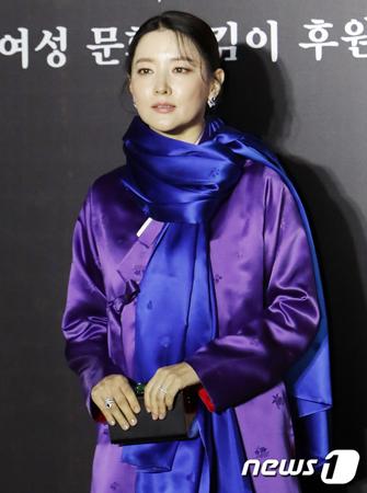 韓国女優イ・ヨンエが、シン・ヨンギュン芸術文化財団に1億ウォン(約1000万円)を寄付した。(提供:news1)