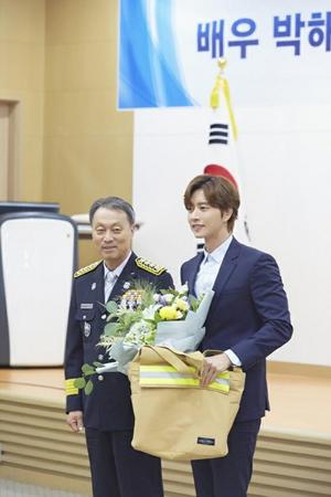 韓国俳優パク・ヘジンが消防庁の名誉消防官に任命された。(写真提供:OSEN)
