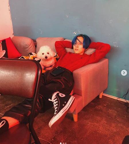 CUBEと契約解除のイドン、SNSを更新… ヒョナの愛犬と一緒に? (画像:イドンInstagram)