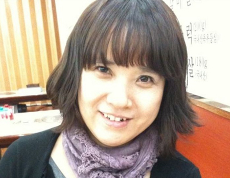歌手IU(アイユー)の母親が、娘のコンサートに来てくれたファンに温かいプレゼントを贈った。(写真提供:OSEN)