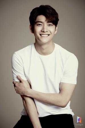 韓国俳優カン・テオが、ドラマ「初恋は初めてなので」に出演することになった。(写真提供:OSEN)