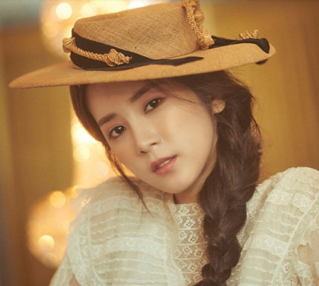韓国ガールズグループ「Apink」メンバーのパク・チョロンが、コスメブランドの単独広告モデルに選ばれた。(写真提供:OSEN)