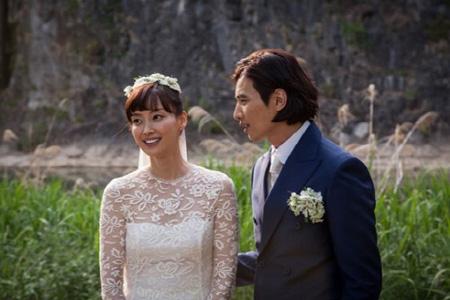 """女優イ・ナヨン、家族に言及 「息子は夫ウォンビンと自分に""""半々""""で似ている、夫は友人のような存在」"""