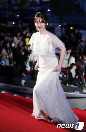 【公式】シン・アヨン、来月22日結婚…お相手男性は同じハーバード大学出身