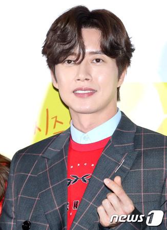 韓国俳優パク・ヘジンの所属事務所マウンテンムーブメントエンターテインメントの代理人が、事前制作ドラマ「四子」の降板に関して立場を明らかにした。(提供:news1)