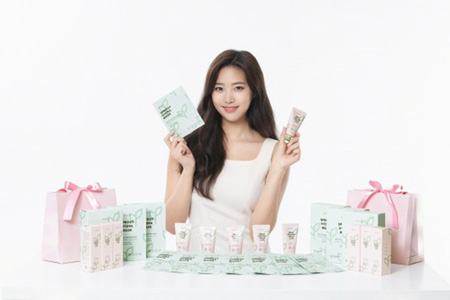 Mnetのアイドル育成番組「PRODUCE 48」に出演したユン・ヘソルが、化粧品モデルに抜擢された。(写真提供:OSEN)