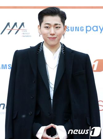 韓国ボーイズグループ「Block B」メンバーのジコが、Seven Seasonsとの専属契約を終了し、ジコを除く6人のメンバーは再契約を結んだ。(提供:news1)