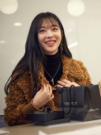 韓国女優兼歌手のソルリ(24、本名:チェ・ジンリ、元f(x))が、ポップアップストアをオープンし、ファンとの交流を深める。(提供:OSEN)