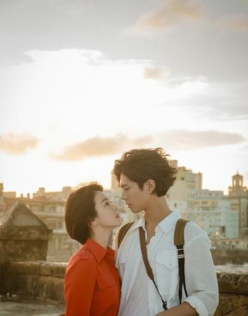 """韓国tvN新ドラマ「ボーイフレンド」主演のソン・ヘギョとパク・ボゴムの絵画のような""""見つめ合い""""スチールが公開され、注目が集まっている。(写真提供:OSEN)"""