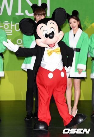 ミッキーマウス、韓国初上陸! 俳優イ・ジュンギ&シン・セギョン出席のイベントであいさつ