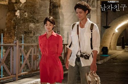 韓国俳優パク・ボゴムと女優ソン・ヘギョが主演のドラマ「ボーイフレンド」が、放送開始の週で、影響力・関心・話題性を一気に高めた。(提供:OSEN)