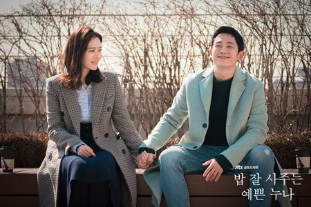 韓国女優ソン・イェジンと俳優チョン・ヘインが主演のJTBCドラマ「よくおごってくれる綺麗なお姉さん」が、「2018大韓民国コンテンツ大賞」で大統領表彰を受賞した。(提供:news1)
